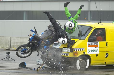 crash test si鑒e auto perché si fanno i crash test alle moto sicurmoto it