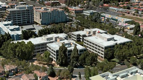 apple expands  cupertino   deal tomac