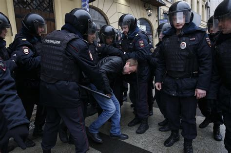 russian protesters arrested   anti