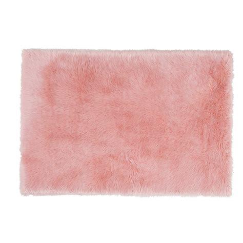 tapis fausse fourrure rose    cm blush maisons du