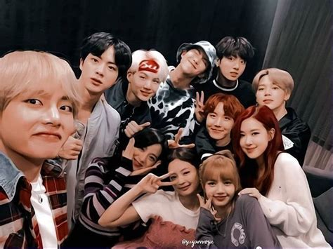 Read 65~blackpink anime wallpaper from the story selfcare by franciskodelisi (보라색으로 만들어) with 311 reads. Pin oleh I love you di Blackpink and bts | Selebritas ...