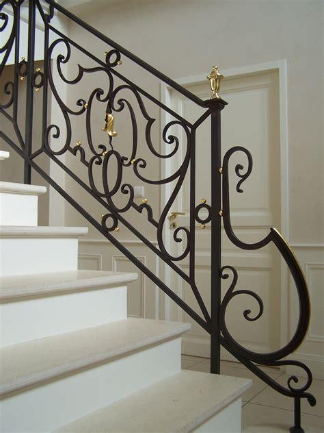 escalier bois avec re barreaux en fer forg et courante