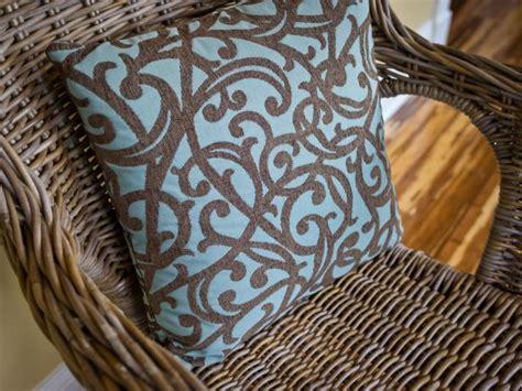 clean  paint  wicker chair  tos diy