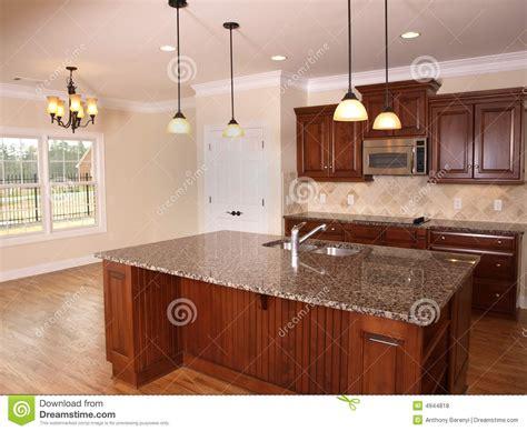 cuisine de luxe cuisine de luxe avec l 39 île 2 photos libres de droits image 4944818