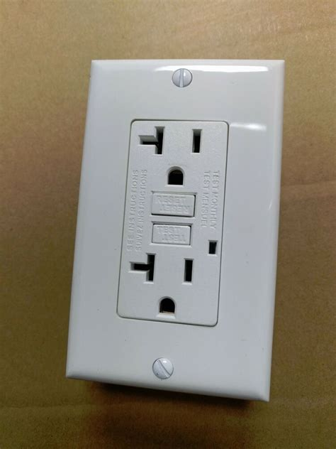 pc   gfci outlet receptacle  amp white  led
