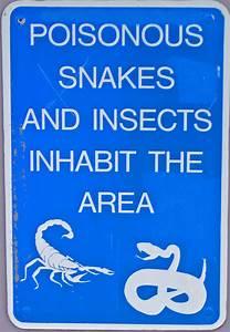 File:Snake warning sign.jpg - Wikimedia Commons