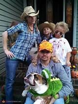 foto de Redneck Crew Family Halloween Costume