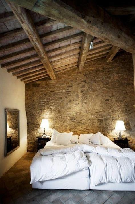 chambre dans combles mur en bois chambre mzaol com