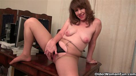 American Milf Tracy Works Her Nyloned Pussy Milf Porn