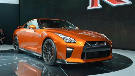 The New Gtr by 2017 Nissan Gt R Races Into New York With 565 Hp