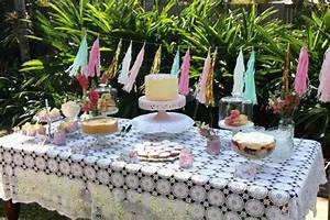 Idee Deco Table Anniversaire 70 Ans : d coration table anniversaire 50 propositions pour l 39 t ~ Dode.kayakingforconservation.com Idées de Décoration