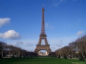 Paris: Paris Eiffel Tower Wallpaper