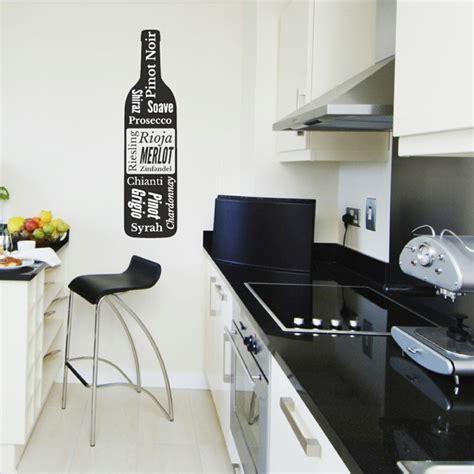mur noir cuisine déco mur cuisine 50 idées pour un décor mural original