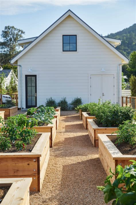 clever hacks  building  raised garden bed