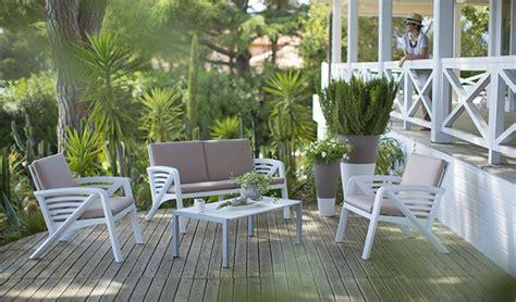 canape resine aménager un salon de jardin bas pour s 39 y détendre