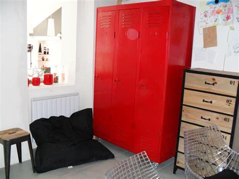 bureau photo bureau photo 6 7 un vestiaire récupéré et retapé