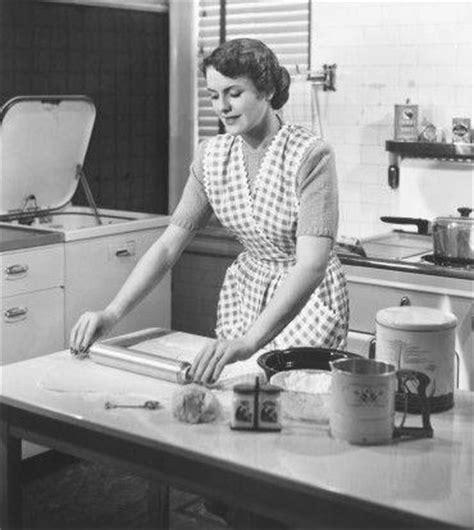 femme cuisine habitat et bureau la maison perd la pièce marketing