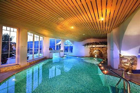 albergo con piscina in centro benessere con piscina sauna biosauna e bagno