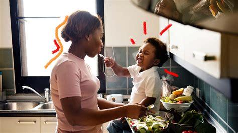 cozinhando  criancas brincadeiras  fazer na cozinha