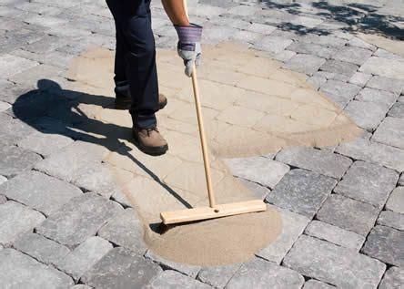 vloer opvoegen voegen met polymeerzand voegen die te groot zijn voor het