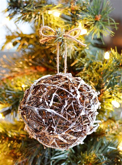 10 Rustic Christmas Tree Ornaments You Can Make Yourself