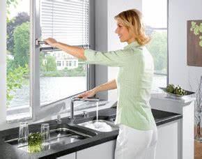 Vor Fenster Armatur : neue armaturen die dem fenster nicht im wege stehen planungswelten ~ Markanthonyermac.com Haus und Dekorationen