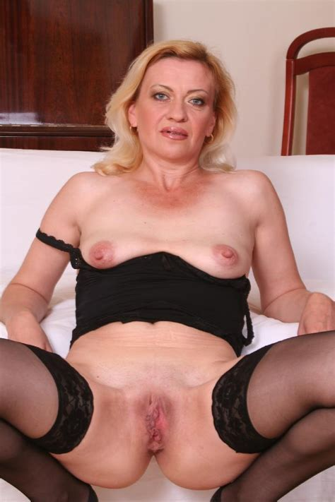 Blonde Granny Playing With Her Hungry Pussy Xjizz