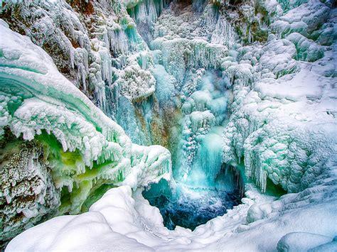 amazing frozen waterfall  alaska banan tarr photography