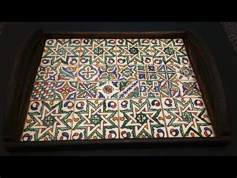 piastrelle dipinte a mano vassoio legno e piastrelle dipinte arts design