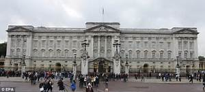 Buckingham Palace Queen's Guard pulls rifle on would-be ...