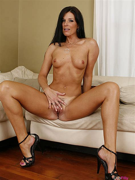 India Summer is naked this is a hot milf | Candid Boy