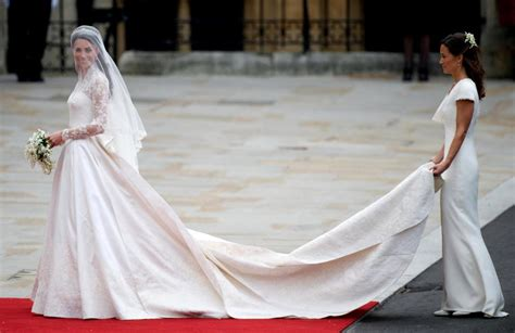Who Designed Pippa Middleton's Wedding Dress, How Much Did