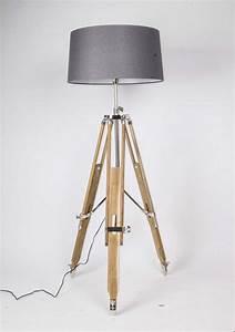Stehlampe Dreibein Holz : stehlampe dreibein grau ~ Pilothousefishingboats.com Haus und Dekorationen