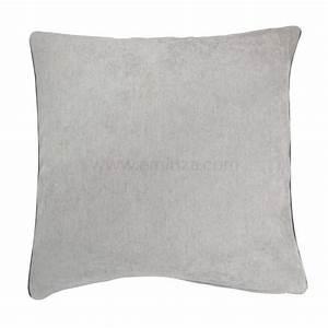Coussin Gris Clair : housse de coussin alaska gris clair d co textile eminza ~ Teatrodelosmanantiales.com Idées de Décoration