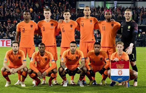 Goedkope nederland voetbaltenue ek 2020 kids kopen online. Het Nederlands elftal is groepshoofd tijdens de EK ...