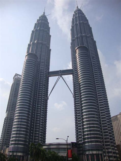 petronas towers kuala lumpur city centre klcc  architect