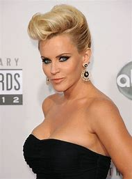Style Pompadour Hairstyles for Woman