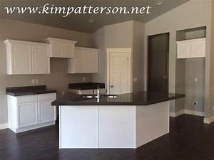 black countertops white cabinets blue walls deductourcom With kitchen colors with white cabinets with blue and gray wall art