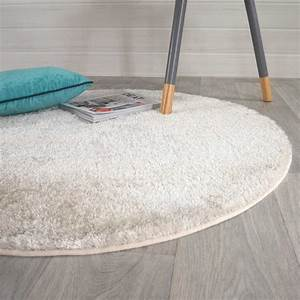 Tapis Rond Beige : tapis beige rond shaggy fin par inspiration luxe ~ Teatrodelosmanantiales.com Idées de Décoration