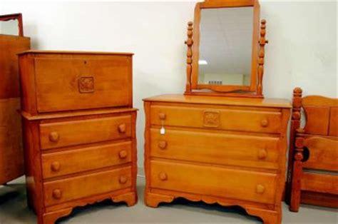 Virginia House Maple Bedroom Set Full Bed, Three Drawer