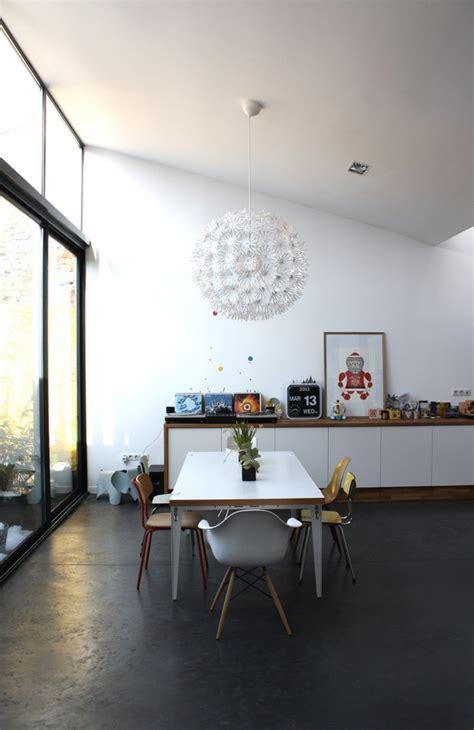 table cuisine formica 12 idées déco avec des chaises dépareillées