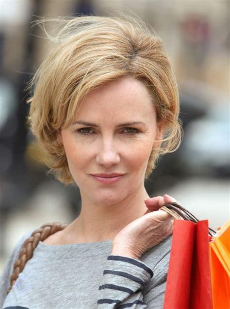 coupe de cheveux court femme 50 ans id 233 es de coupe cheveux courts femme 50 ans pour para 238 tre