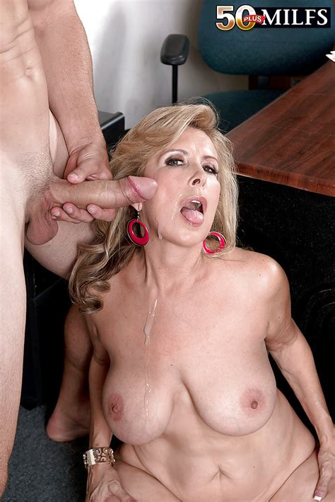 Chubby Aged Blonde Laura Layne Having Big Boobs Loosed And