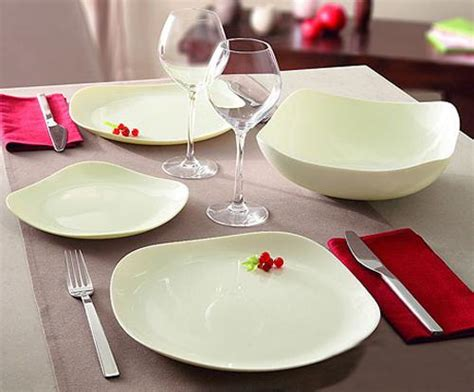 square plate table setting modern dinnerware trends for contemporary table setting