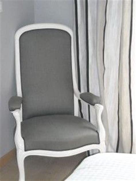 chaise voltaire chaise et baignoire canapé on 25 pins