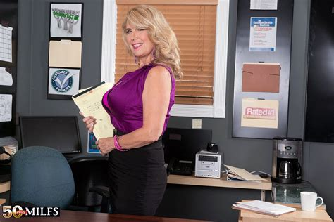 Customer sex Service For Busty Mature Woman Pichunter