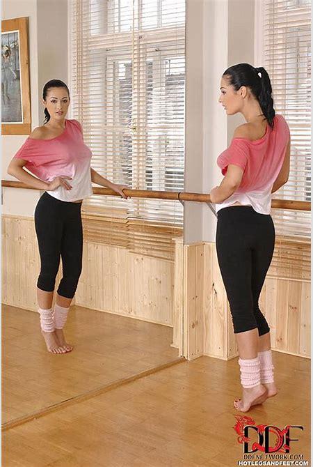 Euro Babes DB » Hot Dancer Stripping In Studio