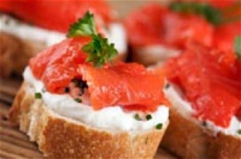 recette canapé saumon canapé de saumon fumé sur baguette recettes du québec
