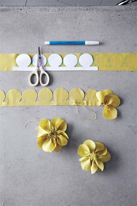 cucito creativo fiori di stoffa alla base di tantissimi lavori di cucito creativo