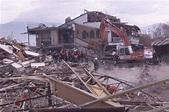 土耳其发生六级强烈地震 多间房屋倒塌(附图)